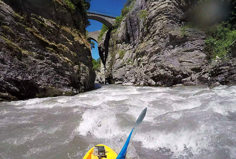 Dropping in to the final gorge on the Ubaye Racecourse. Photo: Andy Waddington